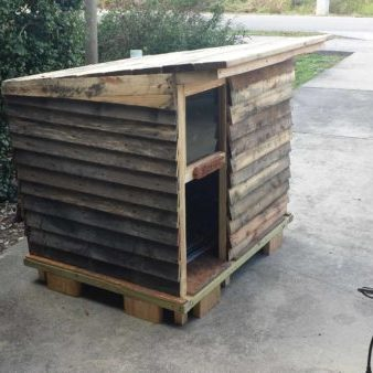 1001pallets.com-dog-house-cabin-made-from-old-pallets-03