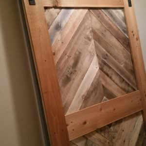 1001pallets.com-diamond-pattern-pallet-barn-door-01