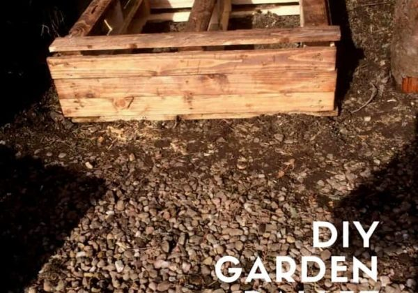 1001pallets.com-diy-garden-pallet-raised-bed-01