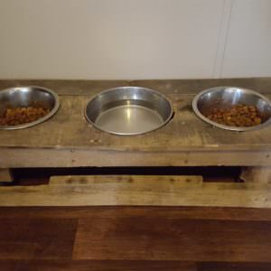 1001pallets.com-dog-bowl-holder
