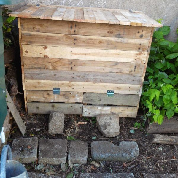 Add Style Quickly More Than 50 Beautiful Pallet Wall: Rolling Pallet Planter €� 1001 Pallets
