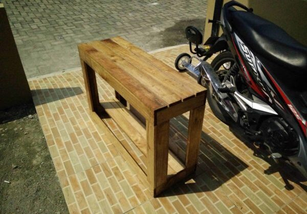 1001pallets.com-outdoor-shoe-rack-plus-chair