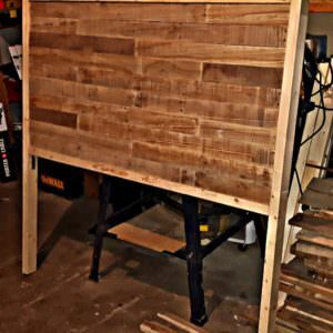 1001pallets.com-dual-stained-pallet-headboard-03