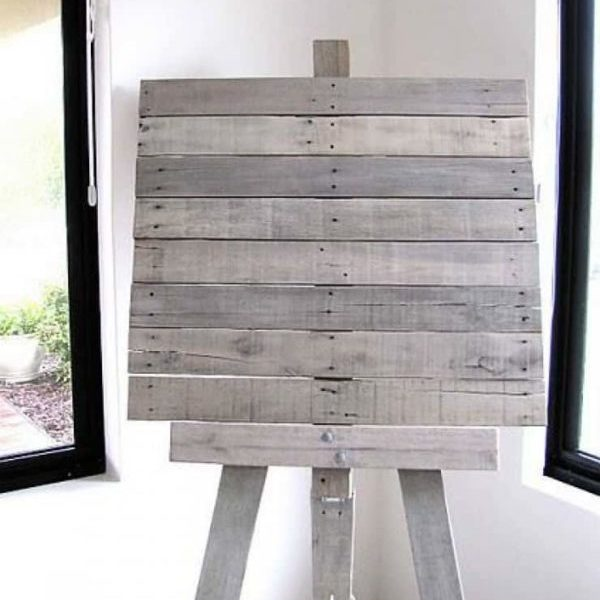 1001pallets.com-easel-from-recycled-pallet-slats-01