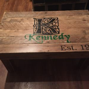 1001pallets.com-family-sign-coffee-table-03