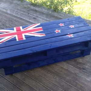 1001pallets.com-nz-flag-indooroutdoor-coffee-table1