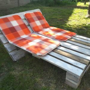 1001pallets.com-garden-sun-lounger-from-2-pallets