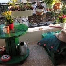 1001pallets.com-green-balcony-table-chair
