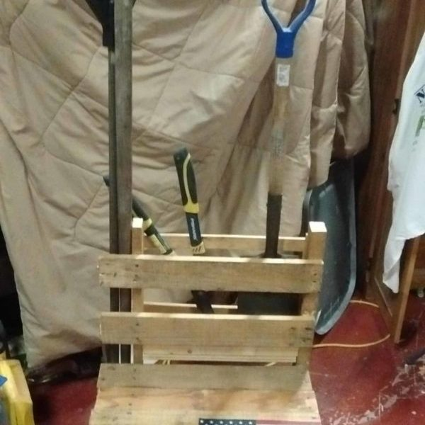 1001pallets.com-gardeningfishing-chair-made-from-a-pallet-18