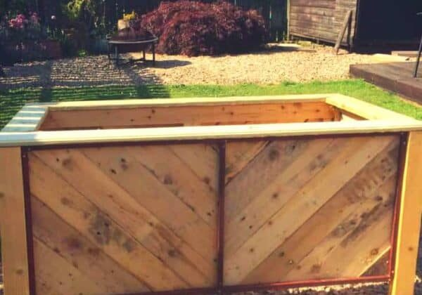 1001pallets.com-herringbone-style-pallet-planter-for-courtyard-or-patio-01