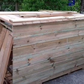 1001pallets.com-homemade-pallet-bar-creates-great-outdoor-gathering-space-04