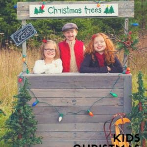1001pallets.com-kids-christmas-tree-stand-01