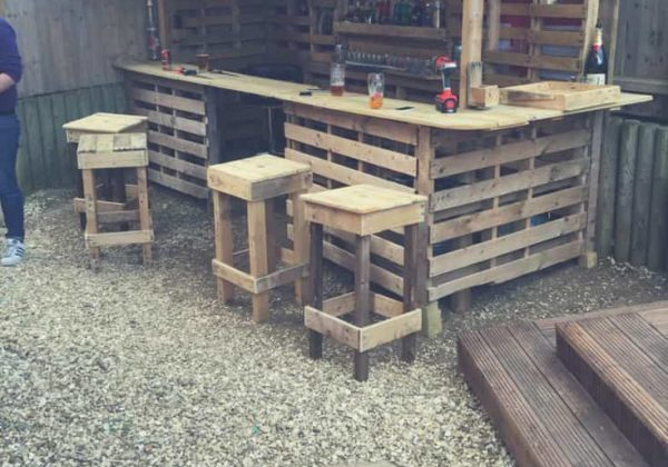 1001pallets.com-making-the-ultimate-garden-bar-using-pallets-01