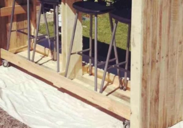 1001pallets.com-mobile-outdoor-bar-from-recycled-pallets-01