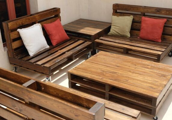 1001pallets.com-mobile-pallet-lounge-set-creates-beautiful-outdoor-living-03