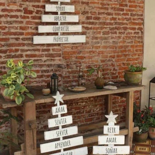 1001pallets.com-more-little-pallet-holiday-trees-for-your-holiday-decor-07
