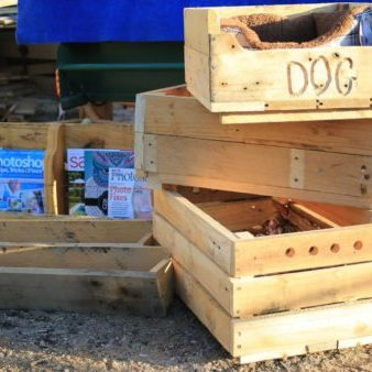 WOW - look at all the great things you can make quickly with pallets - crates, pet beds, planters & racks!