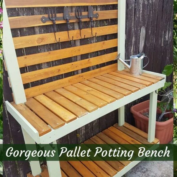 1001pallets.com-painted-pallet-potting-bench-for-gardening-chores-01
