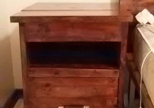 1001pallets.com-bedside-table