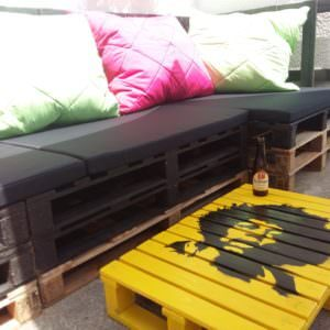 1001pallets.com-corner-seating-and-coffee-table1