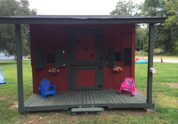 1001pallets.com-pallet-playhouse1