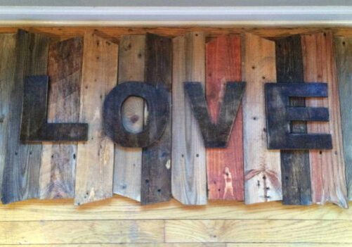 1001pallets.com-love-sign