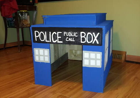 doctor-who-recycled-pallets-tardis-dog-house-11