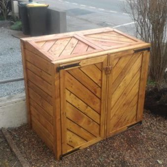 Here is the final project - my pallet trash bin shed in place, with 3 coats of varnish. It looks great, and it will not be long before the neighbors have bin envy.