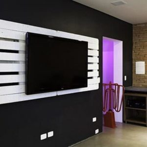 1001pallets.com-pallet-wall-tv-holder-01