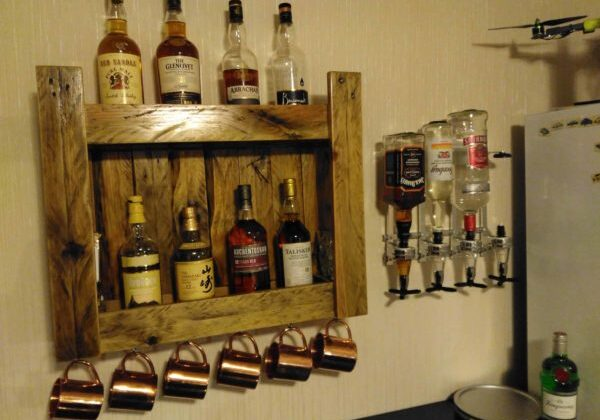 1001pallets.com-pallet-drinks-shelf-for-home-bar