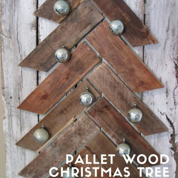 1001pallets.com-pallet-wood-christmas-tree-with-pallet-leftovers-02