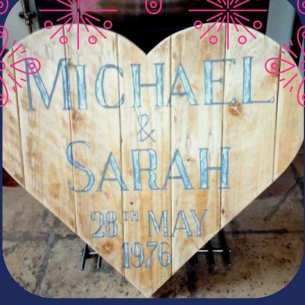 1001pallets.com-pallet-wood-heart-shaped-wall-art-save-the-date-02