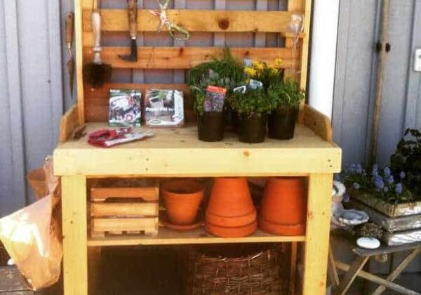 Annikas-potting-bench-2