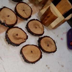 1001pallets.com-pecan-coasters-and-pallet-coaster-holders