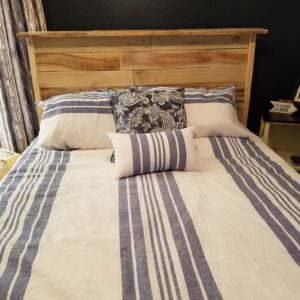 Just look at that wood grain! This clean design features the beautiful texture and uniqueness of pallet wood to create a centerpiece in your bedroom!