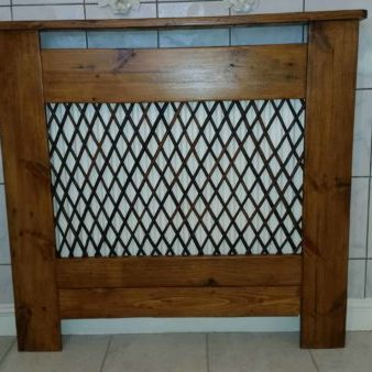 radiator-cover-in-the-bathroom-made-from-recycled-pallet-wood01