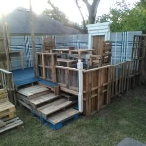 1001pallets.com-raised-pallet-wood-deck-dining-set-02