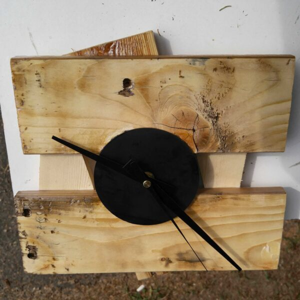 1001pallets.com-recycled-pallet-clock-2