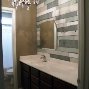 1001pallets.com-recycled-pallets-as-bathroom-wall-01