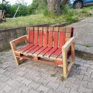 1001pallets.com-red-pallet-garden-bench-for-outdoor-relaxing-01