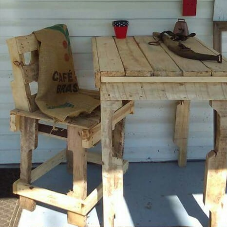 1001pallets.com-porch-table-and-chair-01