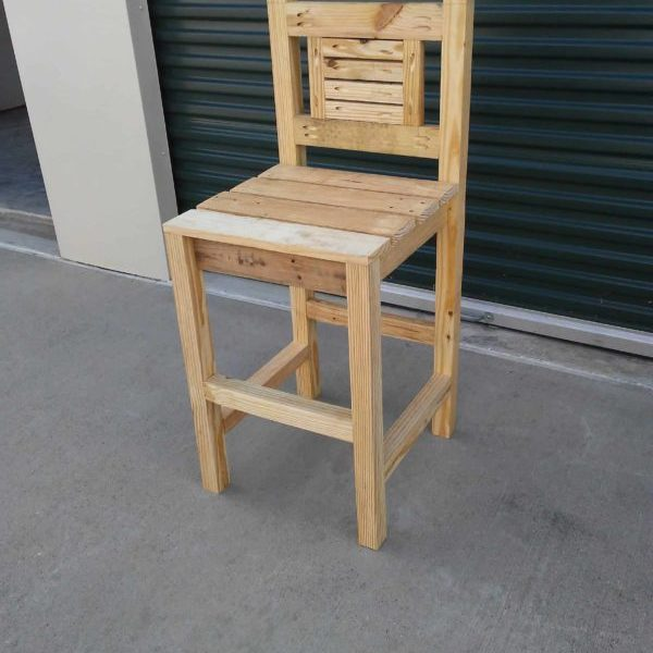 1001pallets.com-rustic-designed-pocket-hole-pallet-bar-stool-01