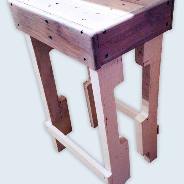 1001pallets.com-new-rustic-bar-stools-from-pallets1