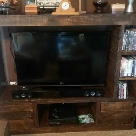 1001pallets.com-rustic-pallet-wood-entertainment-center-07