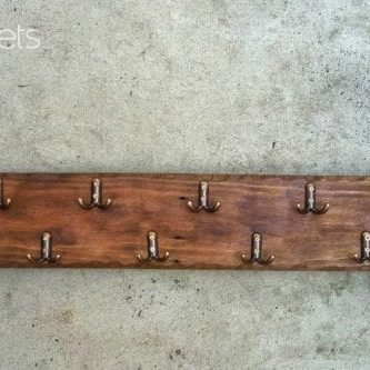 1001pallets.com-simple-pallet-coat-hanger