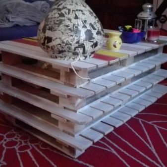 1001pallets.com-stacked-pallet-coffee-table-with-wheels-02