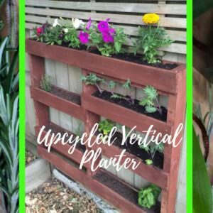 1001pallets.com-staggered-vertical-pallet-planter-02