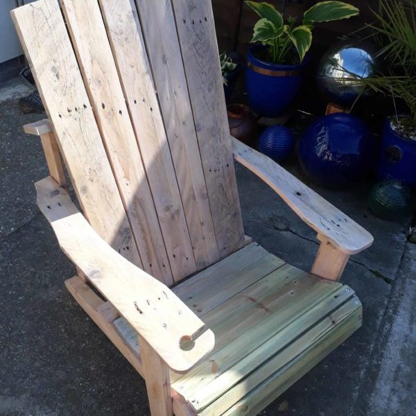 1001pallets.com-standard-pallet-adirondack-chair-made-using-jigsaw-02