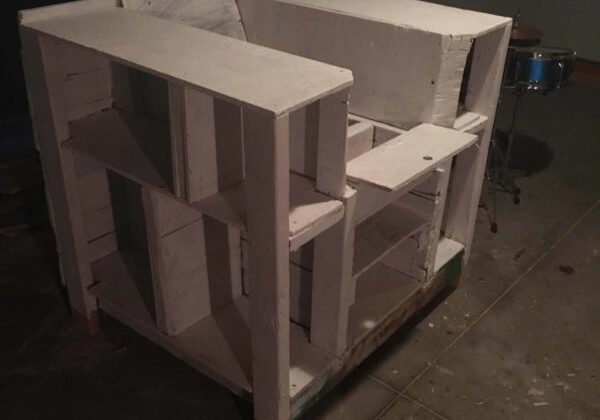 1001pallets.com-bookcase-lincoln-chair4