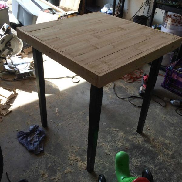1001pallets.com-tabletop-refinished-with-pallet-wood
